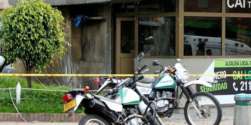 Patrullera de la policía fue sorprendida robando en atraco a supermercado Justo y Bueno en Bogotá