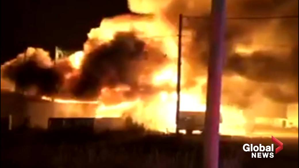 Click to play video 'Massive fire destroys lobster pound in southern Nova Scotia'
