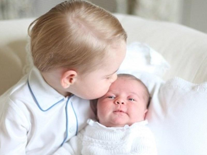 Pour le prince Charles, la princesse Charlotte est «plus facile à vivre» que le prince George