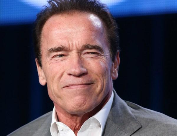 Arnold Schwarzenegger fait du vélo en plein Paris