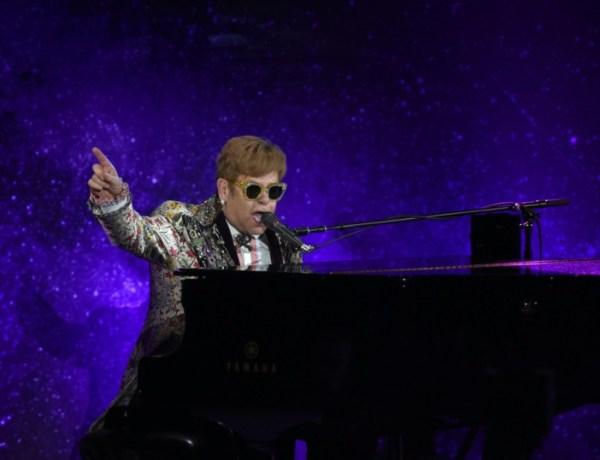 Elton John craque en live : Il hurle sur ses fans et quitte la scène !