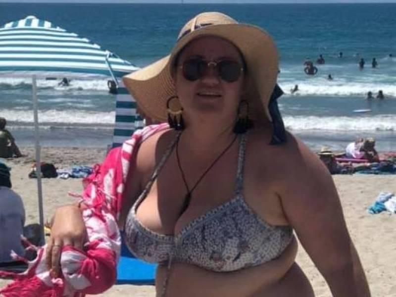 Critiquée à la plage pour ses rondeurs, elle se venge sur Facebook