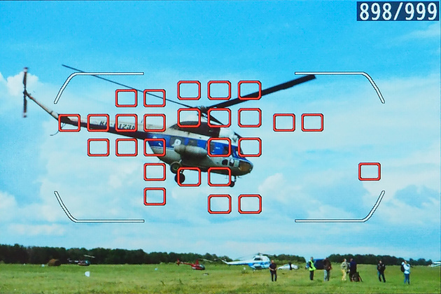 Nikon D7100 оснащен модулем фокусировки с 51 чувствительным датчиком. По любой из этих точек может производиться фокусировка. Выбор нужной точки можно доверить как автоматике фотоаппарата, так и сделать это самостоятельно.
