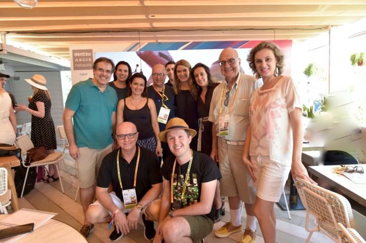 Executivos da Dentsu com profissionais do Propmark