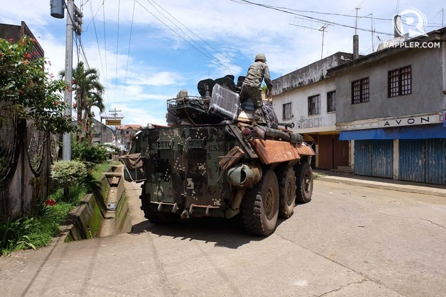 TAKING BACK MARAWI. Soldiers continue to flush terrorists out of Marawi City. File photo by Bobby Lagsa/Rappler