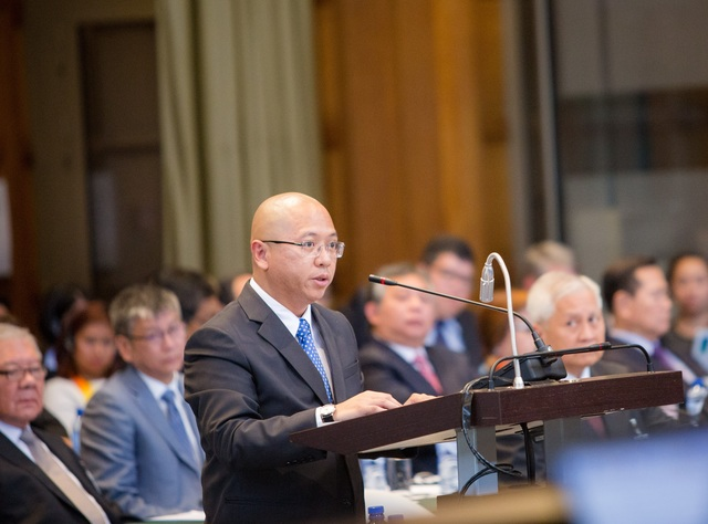 TOP GOVERNMENT LAWYER. Philippine Solicitor General Florin Hilbay, who serves as agent for his country, delivers a statement. Photo courtesy of PCA