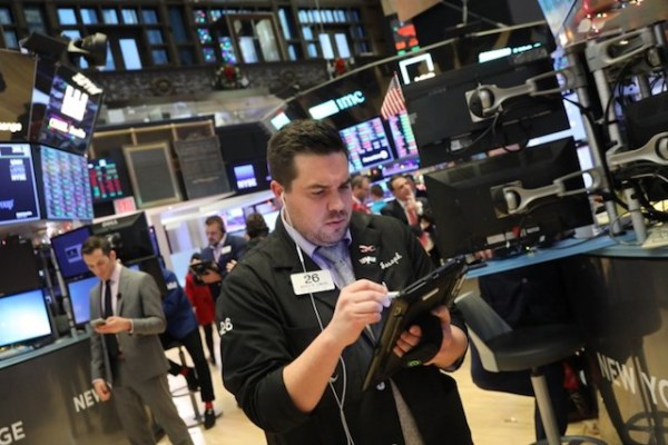 Losses on Wall Street deepen amid U.S. gov't turmoil