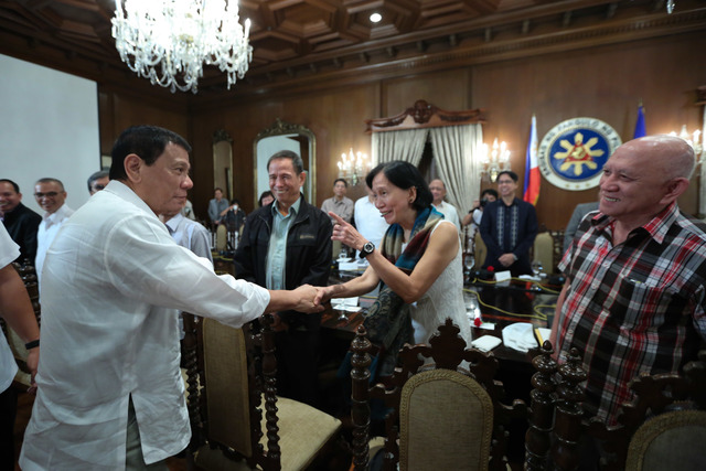 FROM THE PAST. President Rodrigo Duterte shares a light moment with Wilma Tiamzon, chairperson of the Reciprocal Working Group on End of Hostilities and Disposition of Forces (RWG-EHDF) of the National Democratic Front of the Philippines (NDFP), in a meeting held in Malacañang's State Dining Room on September 26. PPD photo