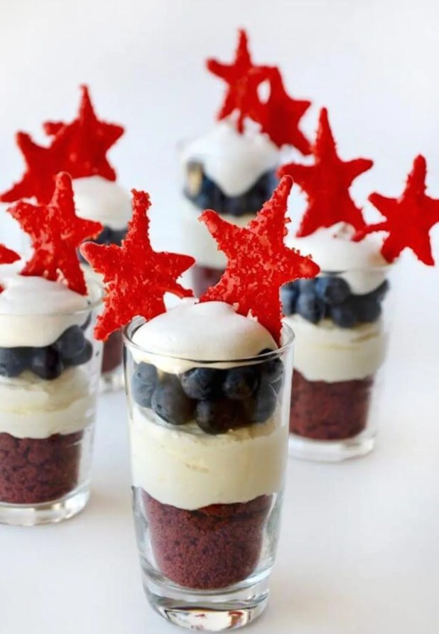 red-white-blue-cheesecake-parfaits-image-580x875