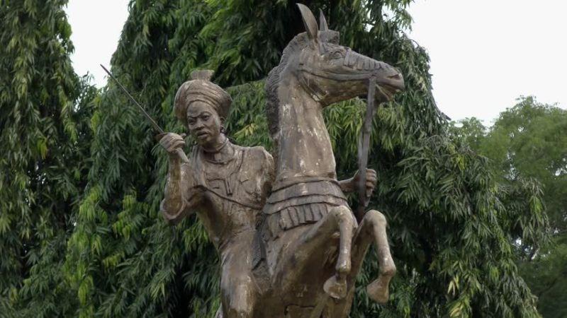 নাইজেরিয়ায় আমিনার ভাস্কর্য; Image Source- pinterest.com