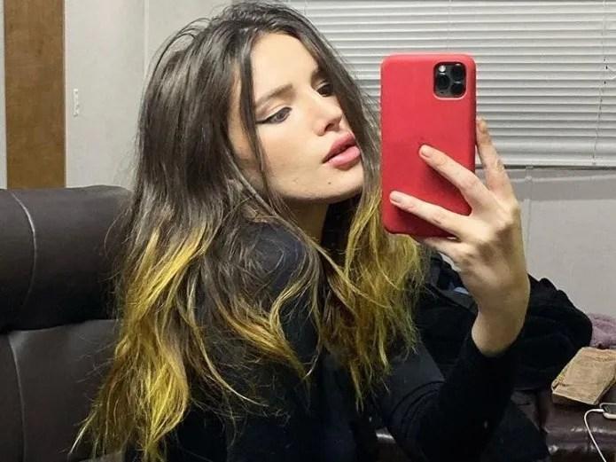 Bella Thorne kisses a blonde girl of 19 years old and light up the social networks(INSTAGRAM)
