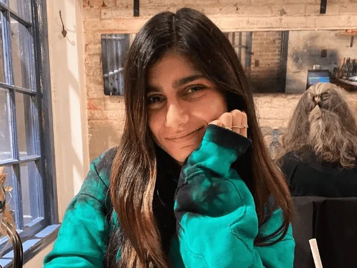 Happy in a towel, Mia Khalifa is caught posing from the spa (INSTAGRAM)