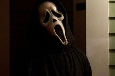 "SPOILER ALERT! Secventa din ""Scream 4"" cu un personaj spanzurat!"