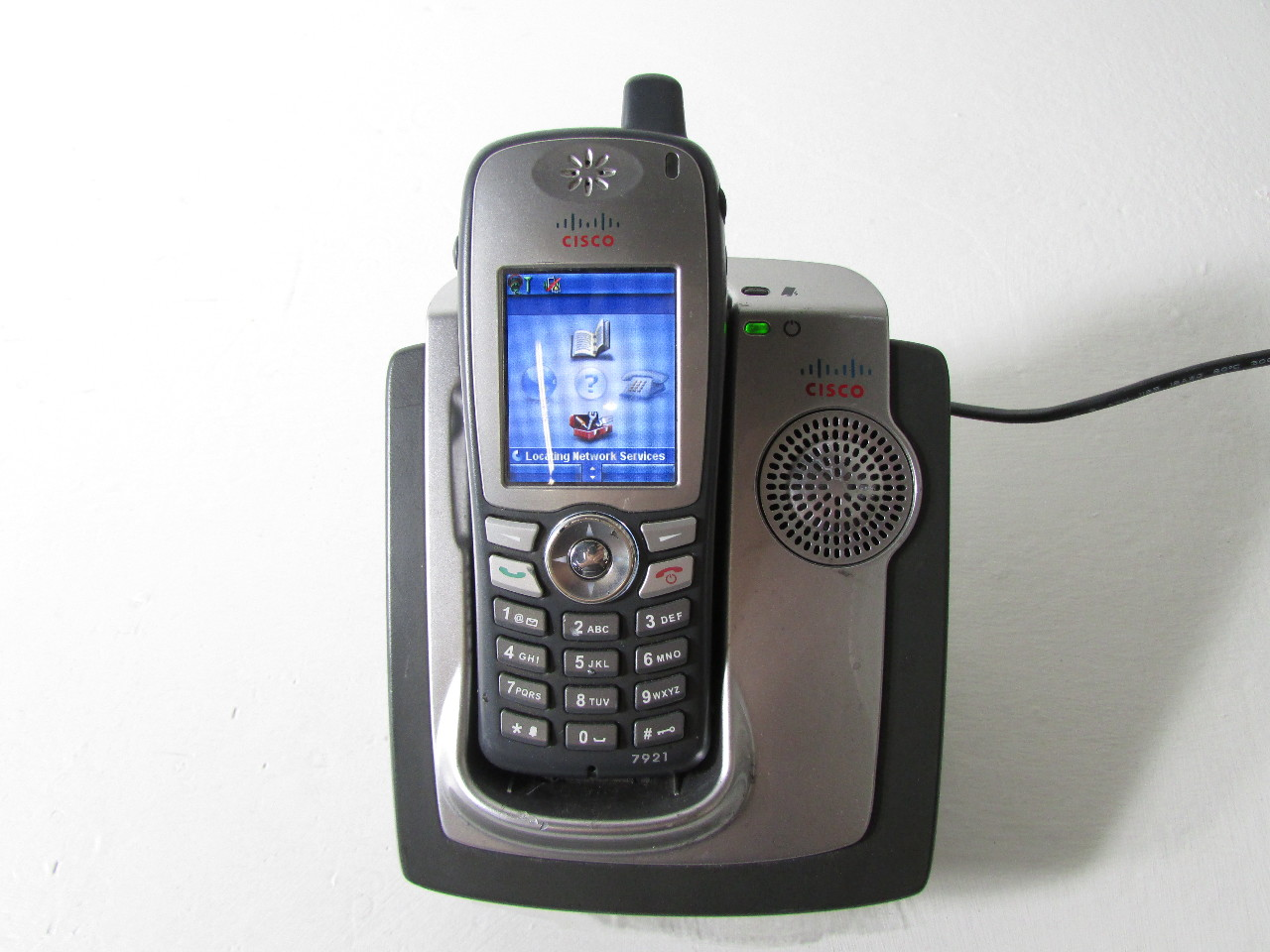 Cisco 7921 Unified Wireless Ip Phone W Desk Top Charger