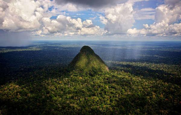 """""""Espectacular paisaje del Parque Nacional Sierra del Divisor en Perú."""""""