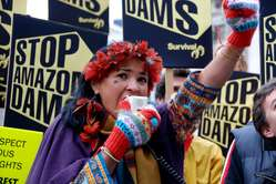 The Indians are calling for threecontroversial dam projects in theAmazon to be halted.