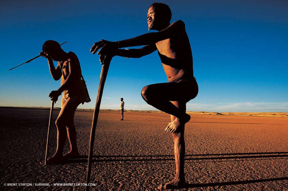 """Résultat de recherche d'images pour """"chasseur cueilleur africain et son téléphone"""""""