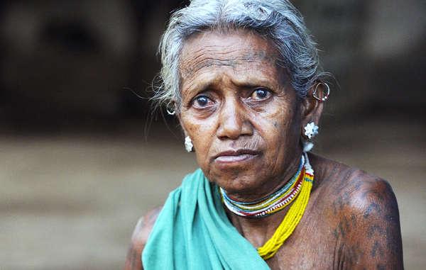 De nombreux Baiga ont rapporté avoir subi de mauvais traitements de la part de gardes forestiers. Depuis qu'ils ont été expulsés de leurs terres ancestrales, ils vivent dans des conditions d'extrême pauvreté.