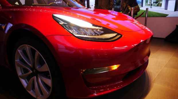 Tesla: First Model 3 delivered in Europe - with disabled autopilot