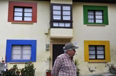 Στο χωριό Σιέτες της βόρειας Ισπανίας, η Microsoft έβαψε τα σπίτια με τα χρώματα των Windows 7, ως μέρος της καμπάνιας για το λανσάρισμα του νέου λειτουργικού.
