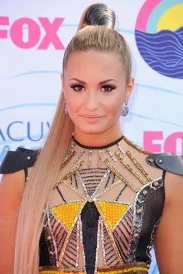 All Of Demi Lovatos Best Hair Moments From Bangs To