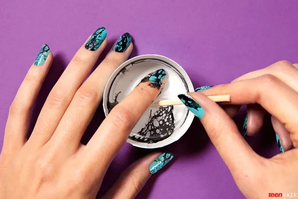 How To Copy This Edgy Elegant Marbled Mani Vogue