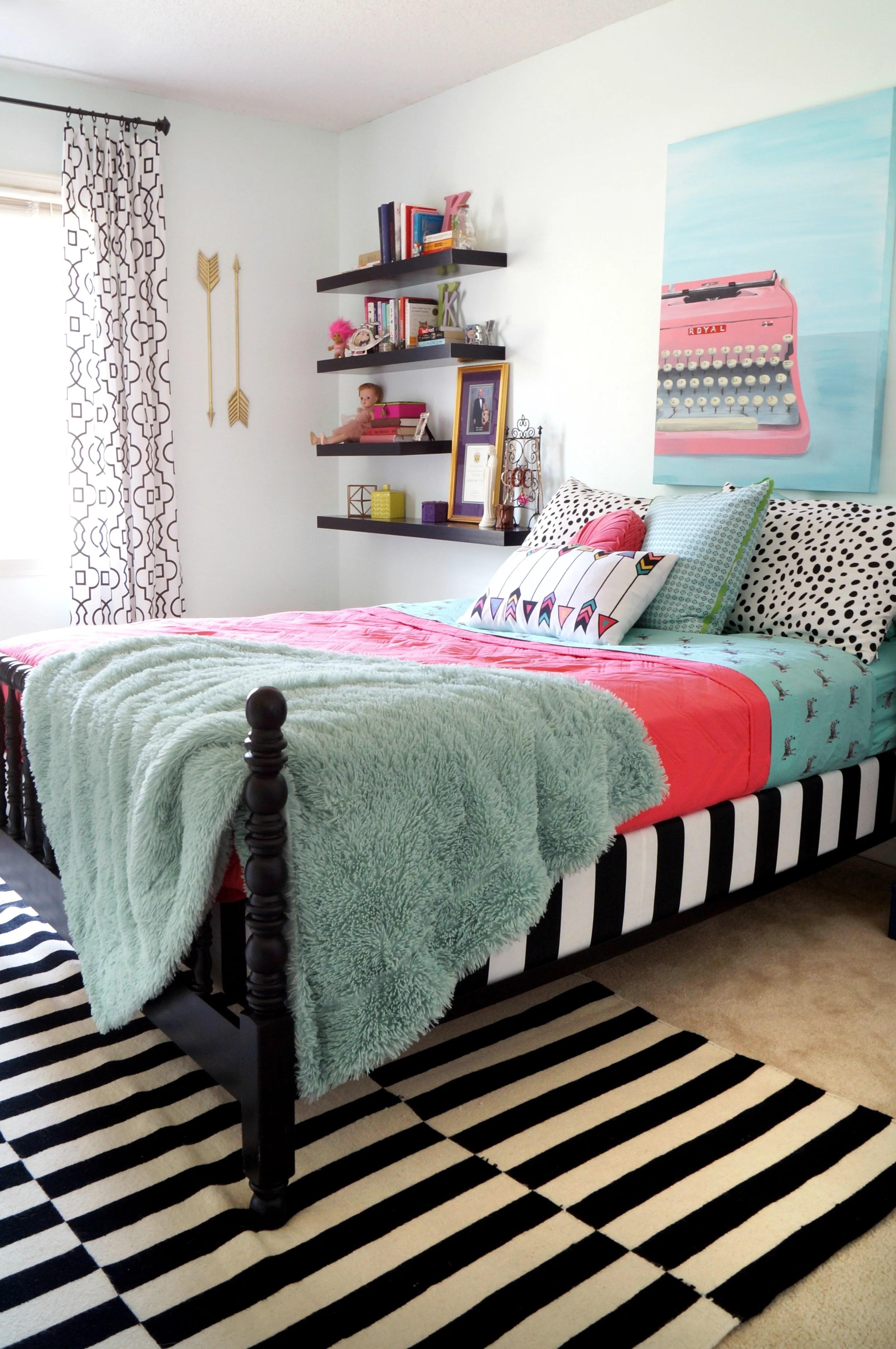 5 Stylish Teen Bedrooms   Teen Vogue on Teenager Style Teenage Room  id=87239