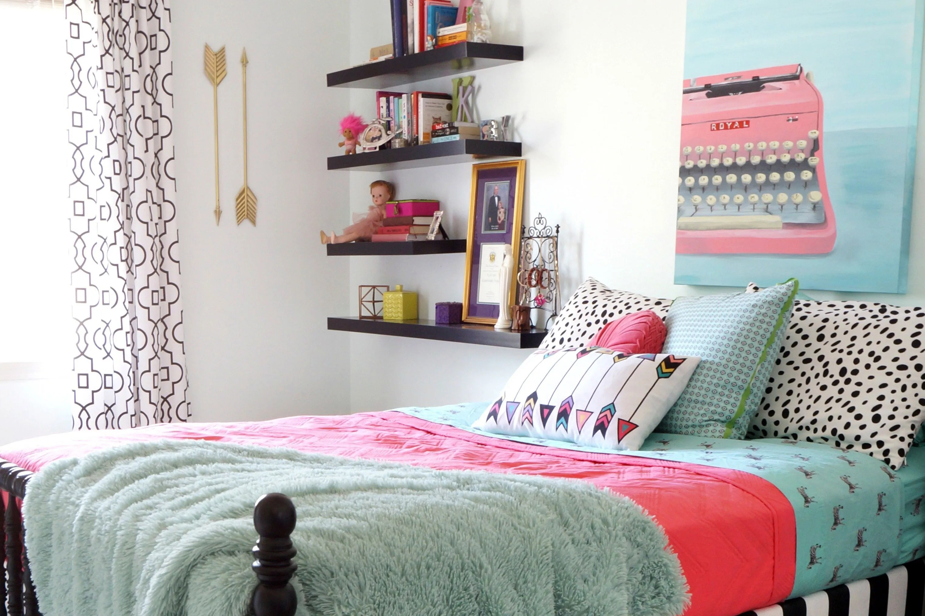 5 Stylish Teen Bedrooms | Teen Vogue on Teenage Small Bedroom Ideas  id=91746