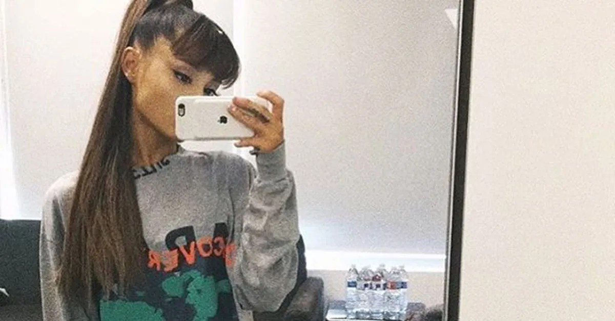 Ariana Grande Wears Hair Extensions In Everyday Music