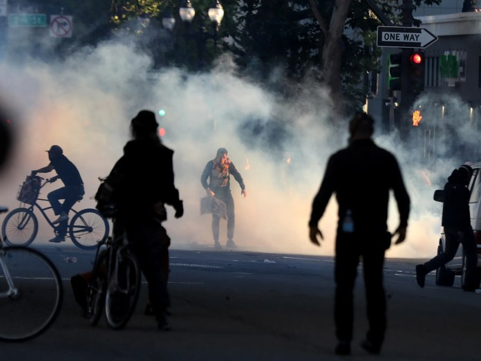 Protesters Say Tear Gas Caused Them to Get Their Period Multiple Times in a  Month | Teen Vogue