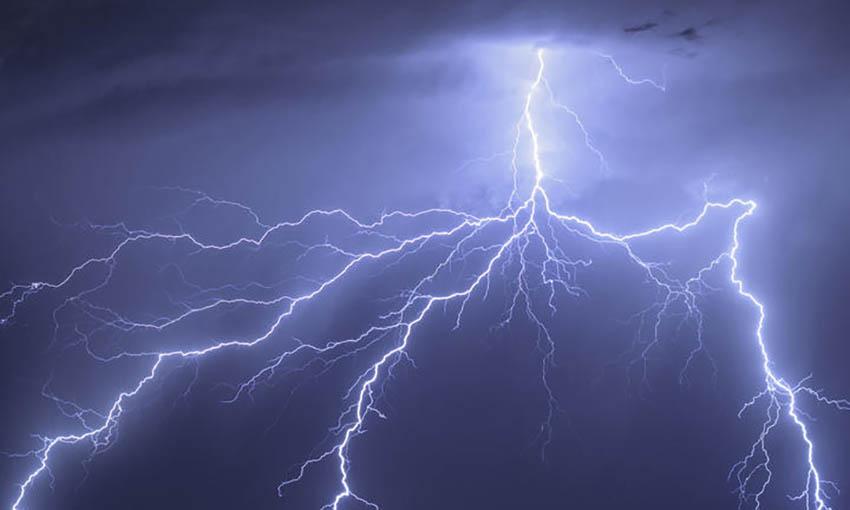 it feel like to be struck by lightning