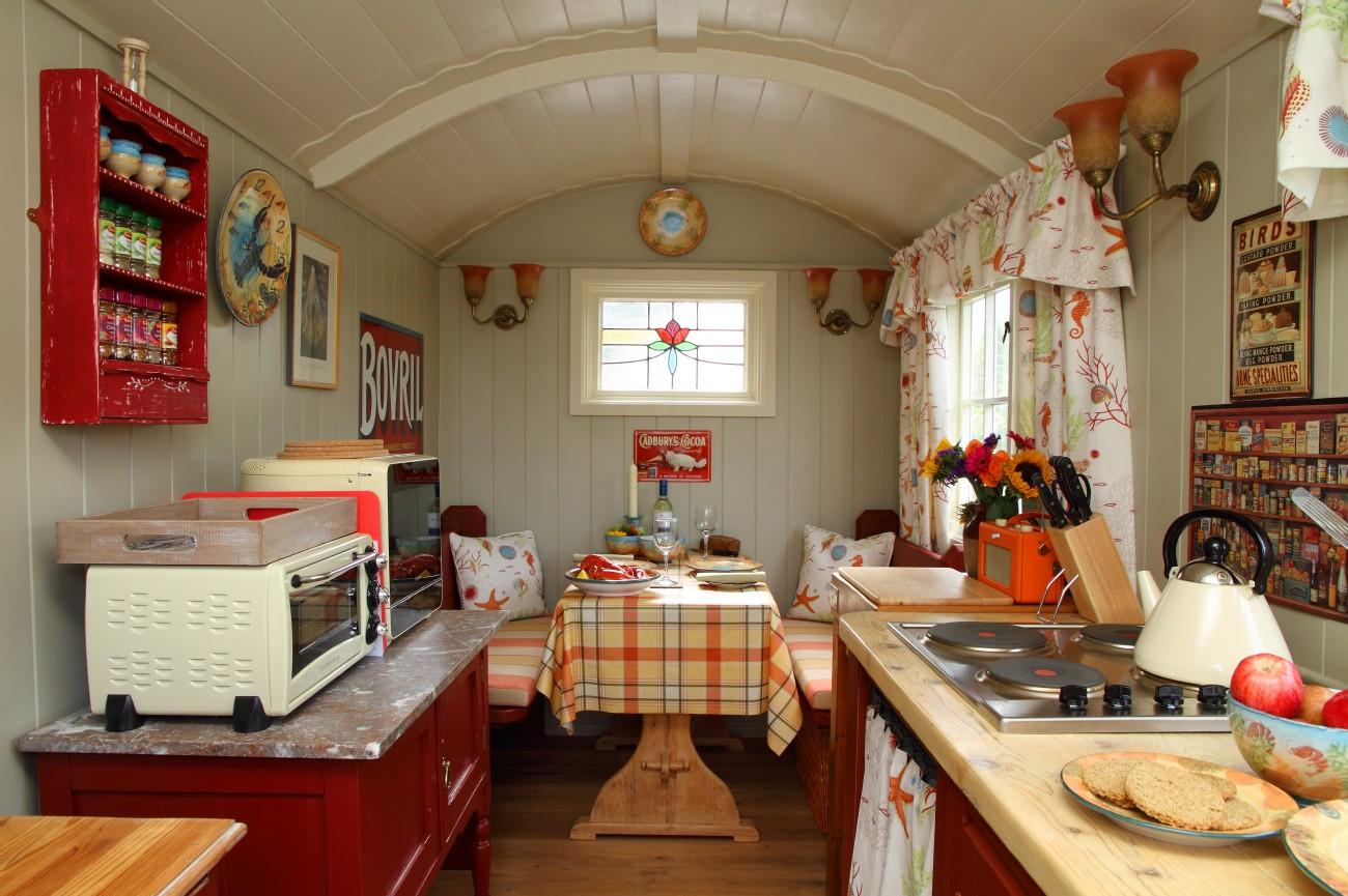 Tiny Cottage Decor