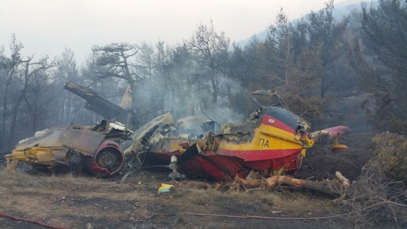 Aircranes assist at Greek waterbomber crash