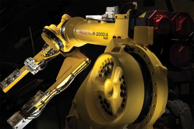 A robotic arm on one of P&WC's cutting-edge advanced manufacturing cells at its Longueuil facility. P&WC Photo