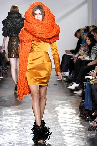Orange Troubadour dress modelled on the runway by Daiane Conterato - Giles FW 2007