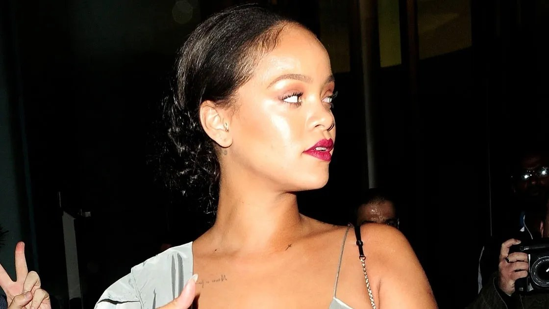 Rihannas Fenty Beauty Look Is Summer Glamour At Its Best