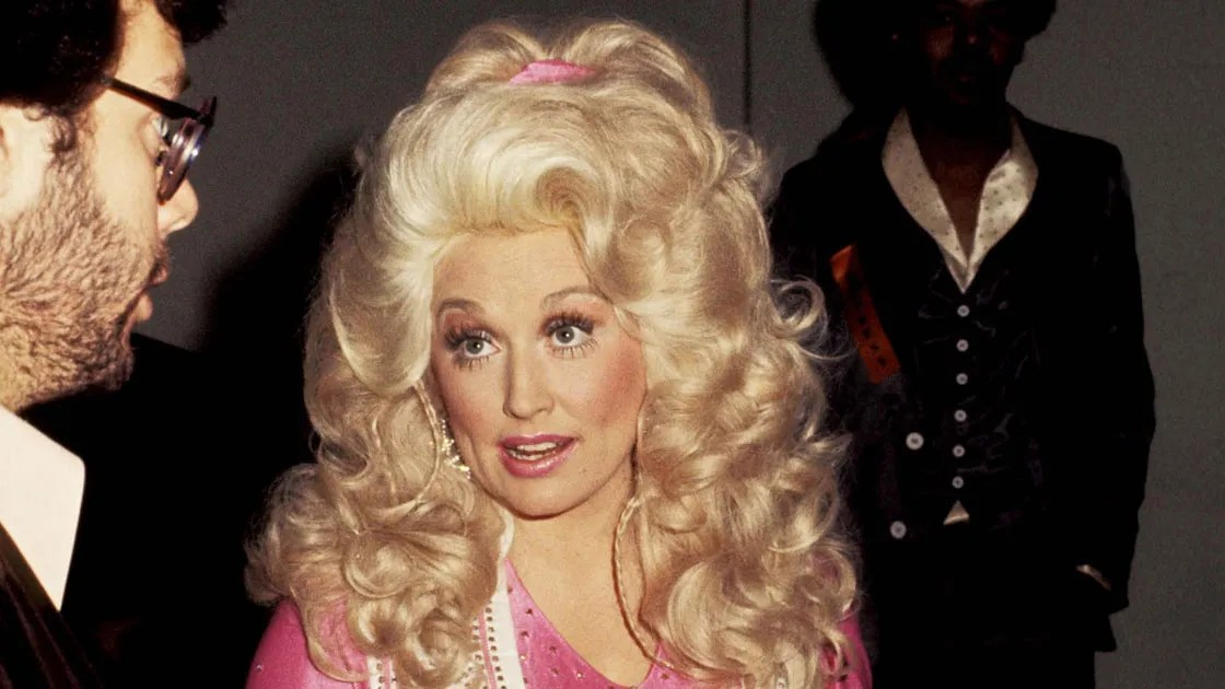 Dolly Partons Best Hair Moments From Beehives To