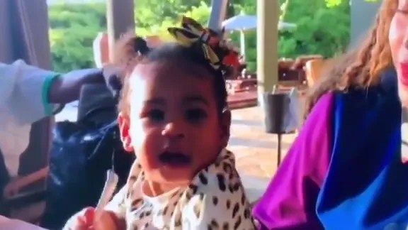 twins rumi and sir carter stole her