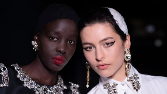 """Beauty from Erdem from autumn 2021: Modern look at """"The Red Shoes"""" makeup"""