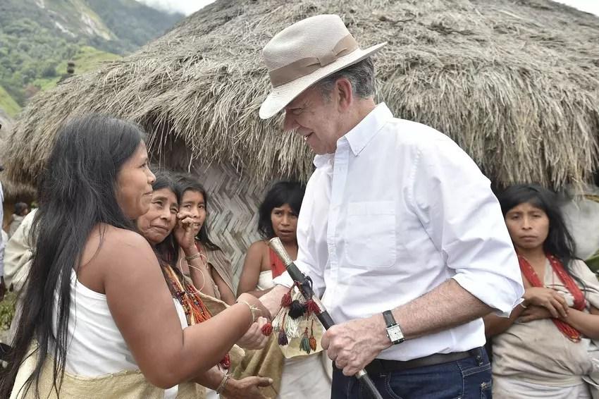 El presidente Santos con las mujeres indígenas en 2018.