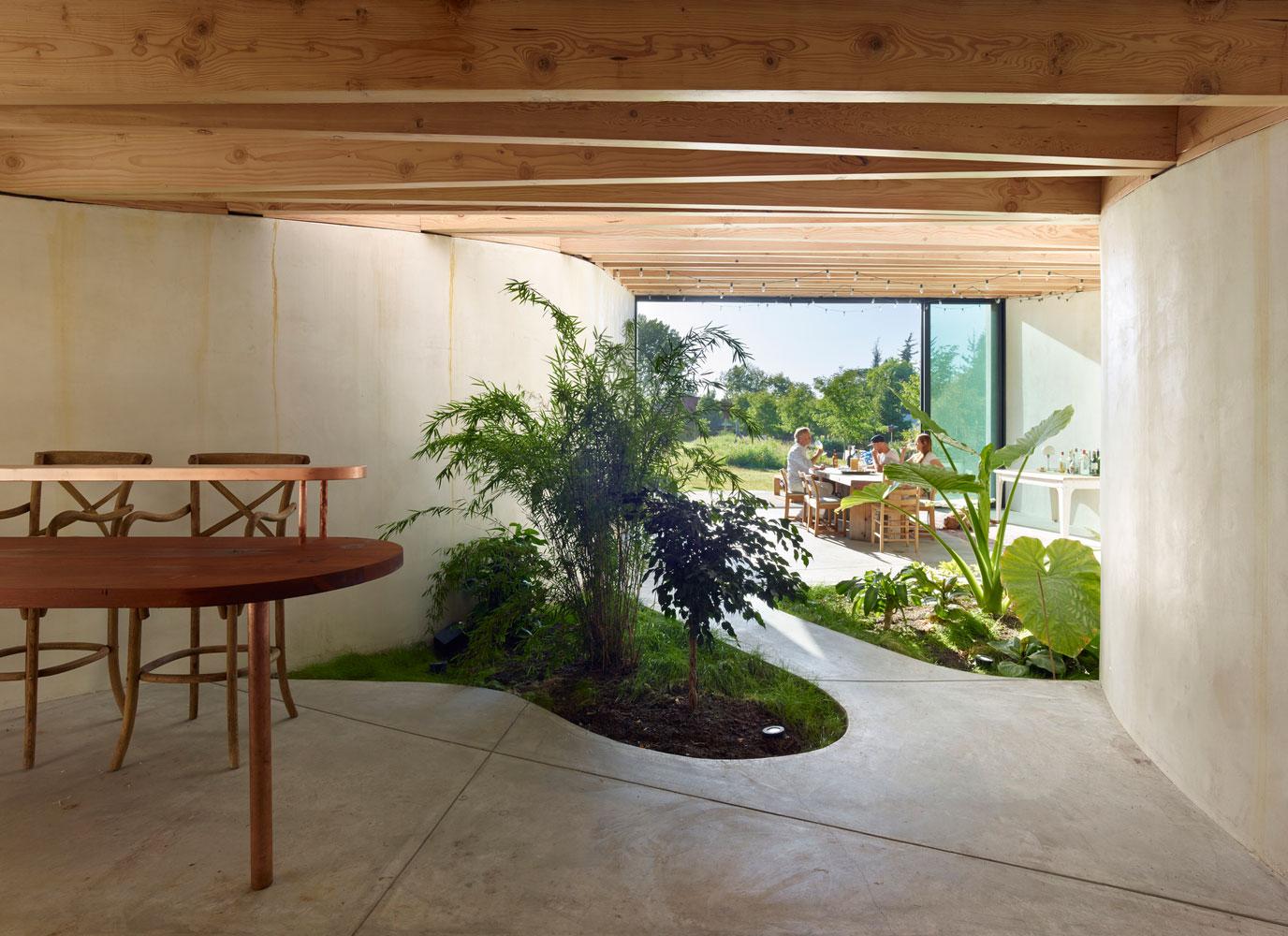 Artist studio with indoor garden by mork ulnes architects for Indoor gardening pdf