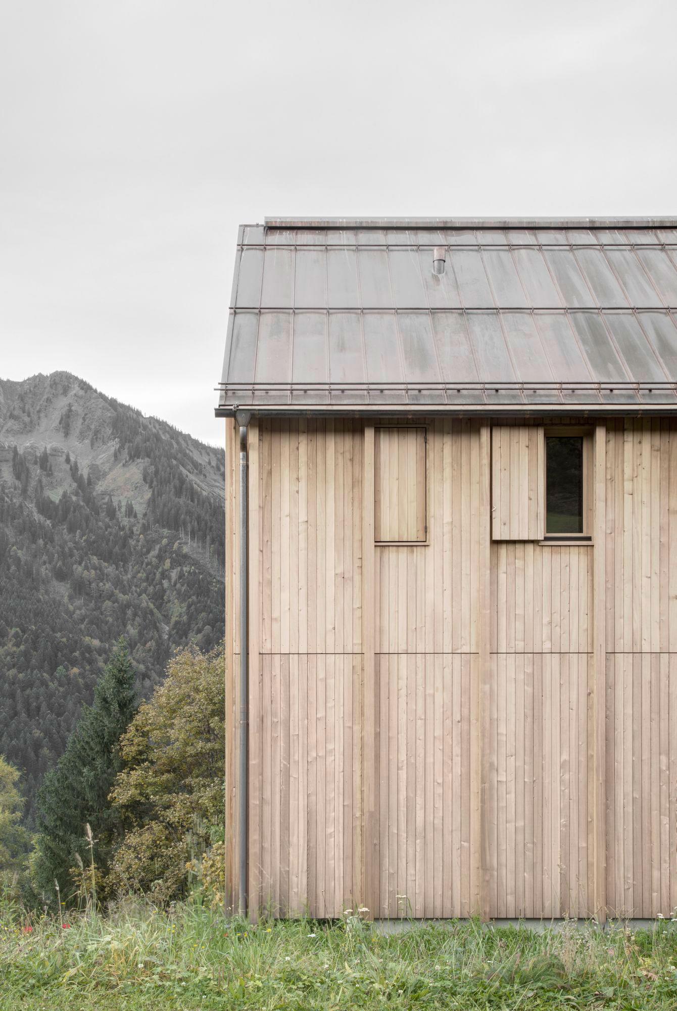 Modern farmhouse in laterns austria by bernardo bader for Haus modern