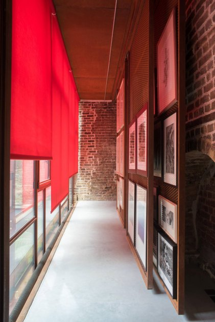 The Layered Gallery by Gianni Botsford Architects | Yellowtrace