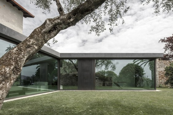 Holiday House in Italy with Vertical Sliding Windows by bergmeisterwolf architekten | Yellowtrace