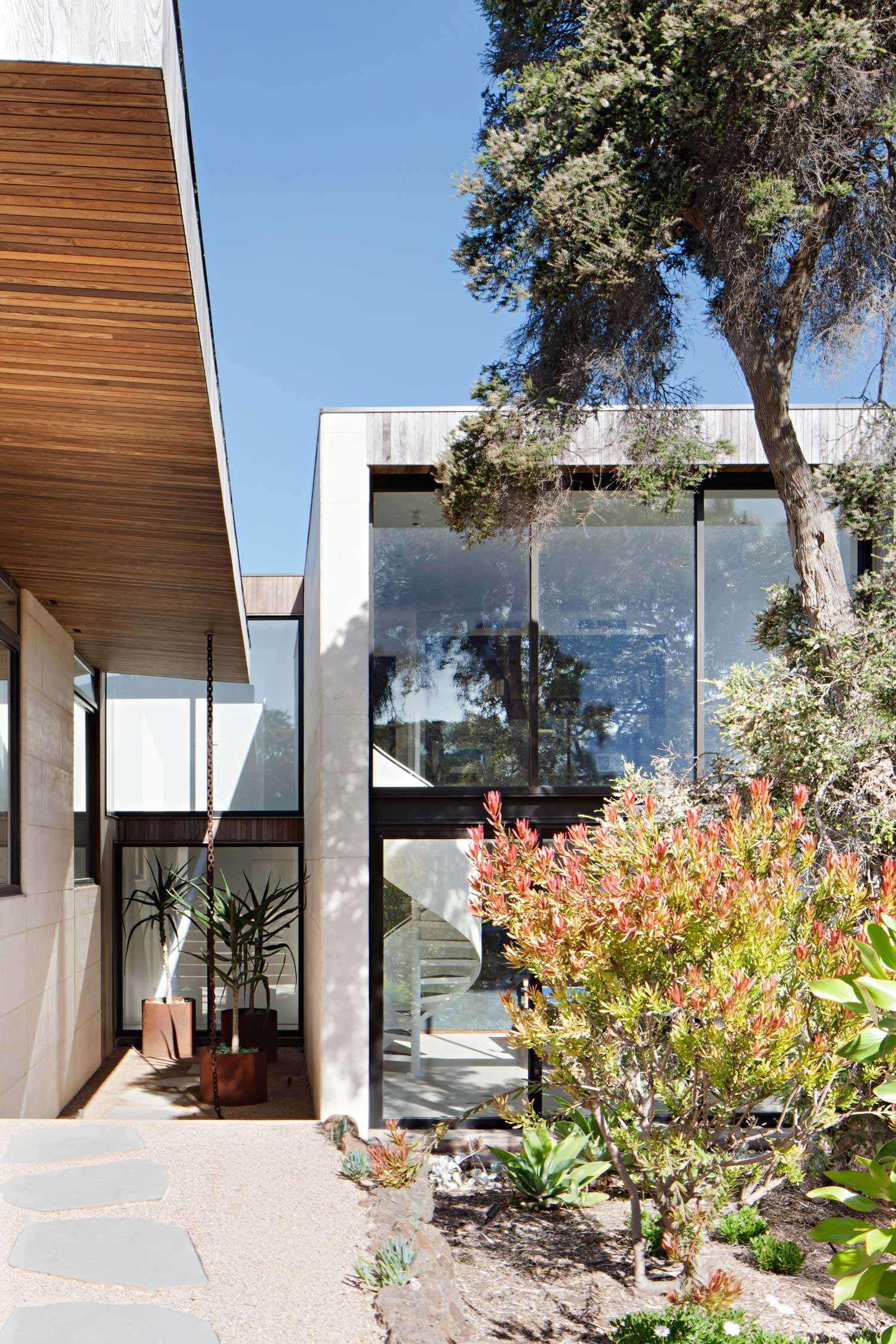 Layer House In Regional Victoria By Robson Rak Yellowtrace
