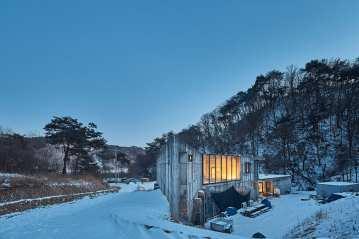 Vila Calando in Yanggu-gun, South Korea by Chiasmus Partners | Yellowtrace