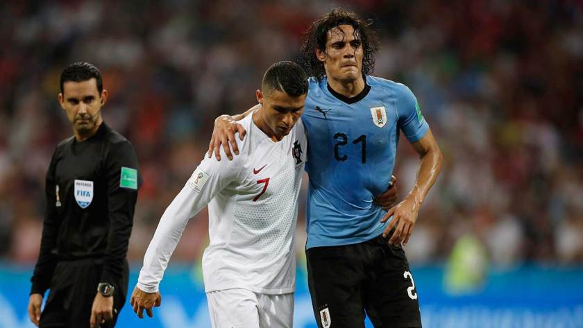 https://i1.wp.com/assets3.sportsnet.ca/wp-content/uploads/2018/07/cristiano-ronaldo-helps-edinson-cavani-off-the-pitch.jpg?resize=840%2C473&ssl=1