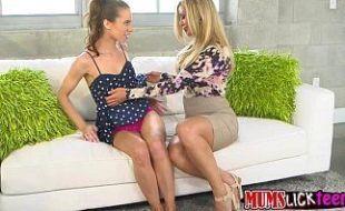 Lésbicas amadoras fazendo uma putaria gostosa no motel