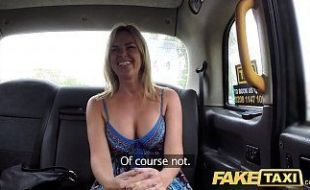 Casada dando pro taxista