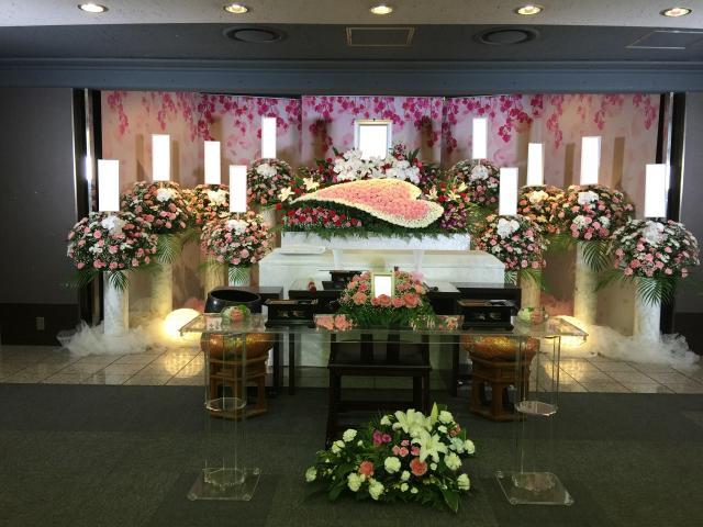 横浜市戸塚斎場・生花祭壇・花暦(愛情)モデル施工事例写真
